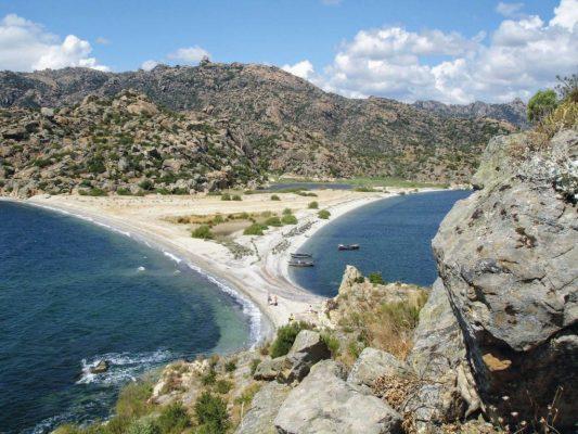 Uitzicht vanaf de rotsen tijdens een excursie