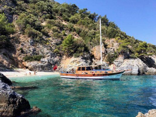 De Afrodite, de boot van Emel Pension