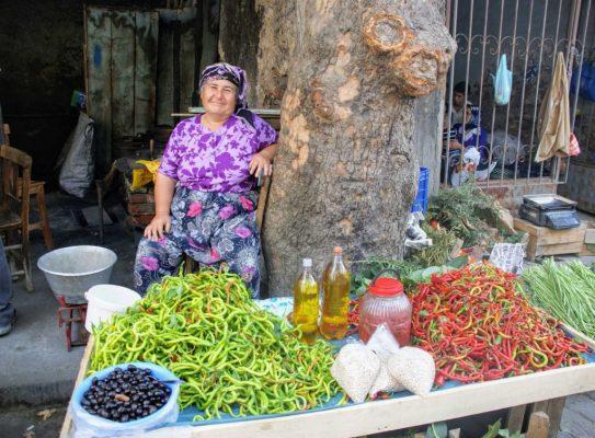 Op de markt in Tire